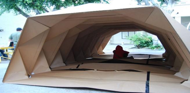 """""""Cardborigami, uma casa feita de cartão com formato em origami para ajudar os sem-teto.""""  Design funcional para ajudar os sem-teto Cardborigami2 655x320"""