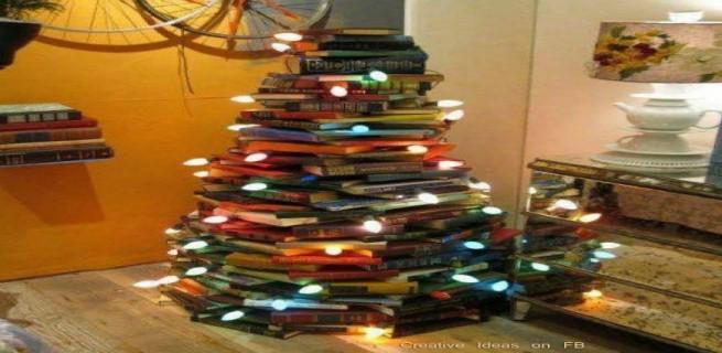 """""""árvore de natal feita de livros""""  Decoração: 10 Árvores de Natal exóticas arvoredelivros 655x320"""