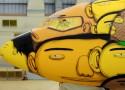 """""""Avião da Selecção""""  Arte brasileira: projetos inacreditáveis dos novos artistas o aviao que vai transportar a selecao na copa foi grafitado pelos gemeos otavio e gustavo pandolfo no hangar da gol em belo horizonte 1400543560585 956x500 125x90"""