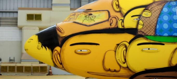 """""""Avião da Selecção""""  Arte brasileira: projetos inacreditáveis dos novos artistas o aviao que vai transportar a selecao na copa foi grafitado pelos gemeos otavio e gustavo pandolfo no hangar da gol em belo horizonte 1400543560585 956x500 682x308"""
